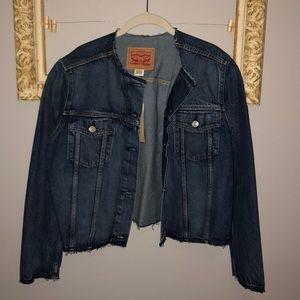 Levi's woman's(xl) Jean jacket NWT